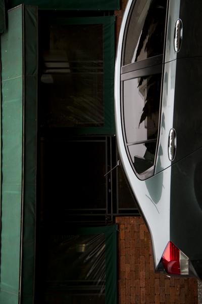 Carros na Rua Bela Cintra